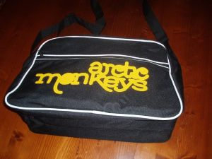 RETRO 70`S STYLE `ARCTIC MONKEYS` SPORTS BAG